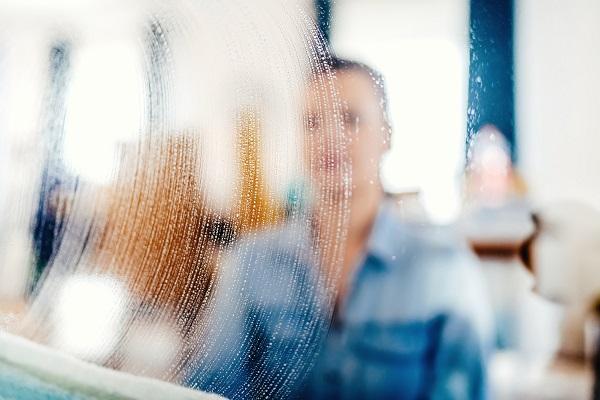Per vetrine splendenti, L'Italiana ha creato uno speciale servizio di pulizia professionale delle vetrine a Varese. Provare per credere!